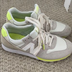 New Balance 696 Tennis Shoes